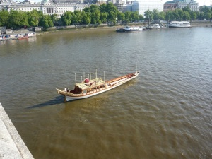 Gloriana emerging from Waterloo Bridge